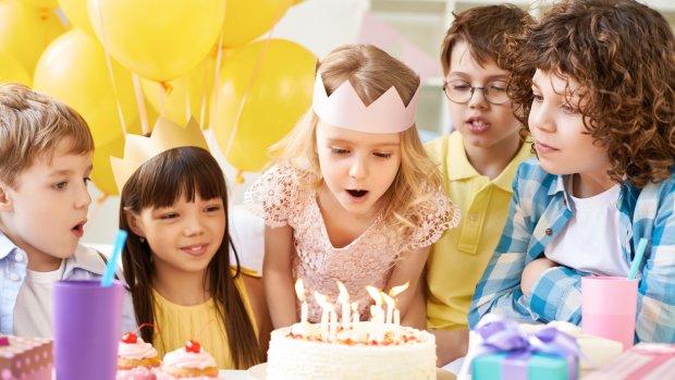 Hele klas op verjaardag om uitsluiting voor te zijn? 'Onzin, kind moet leren omgaan met tegenslag'